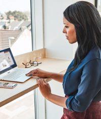 image-working-lady-laptop